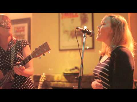 Survival Tour 2013: El Morgan - I Live In A Town w/ Helen Chambers (Live in Manchester)
