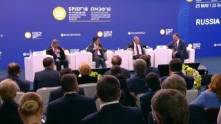 Владимир Путин участвует в бизнес-диалоге
