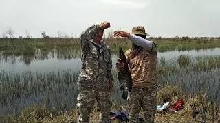 Рыбалка змей головы Водохранилище в Язьяване