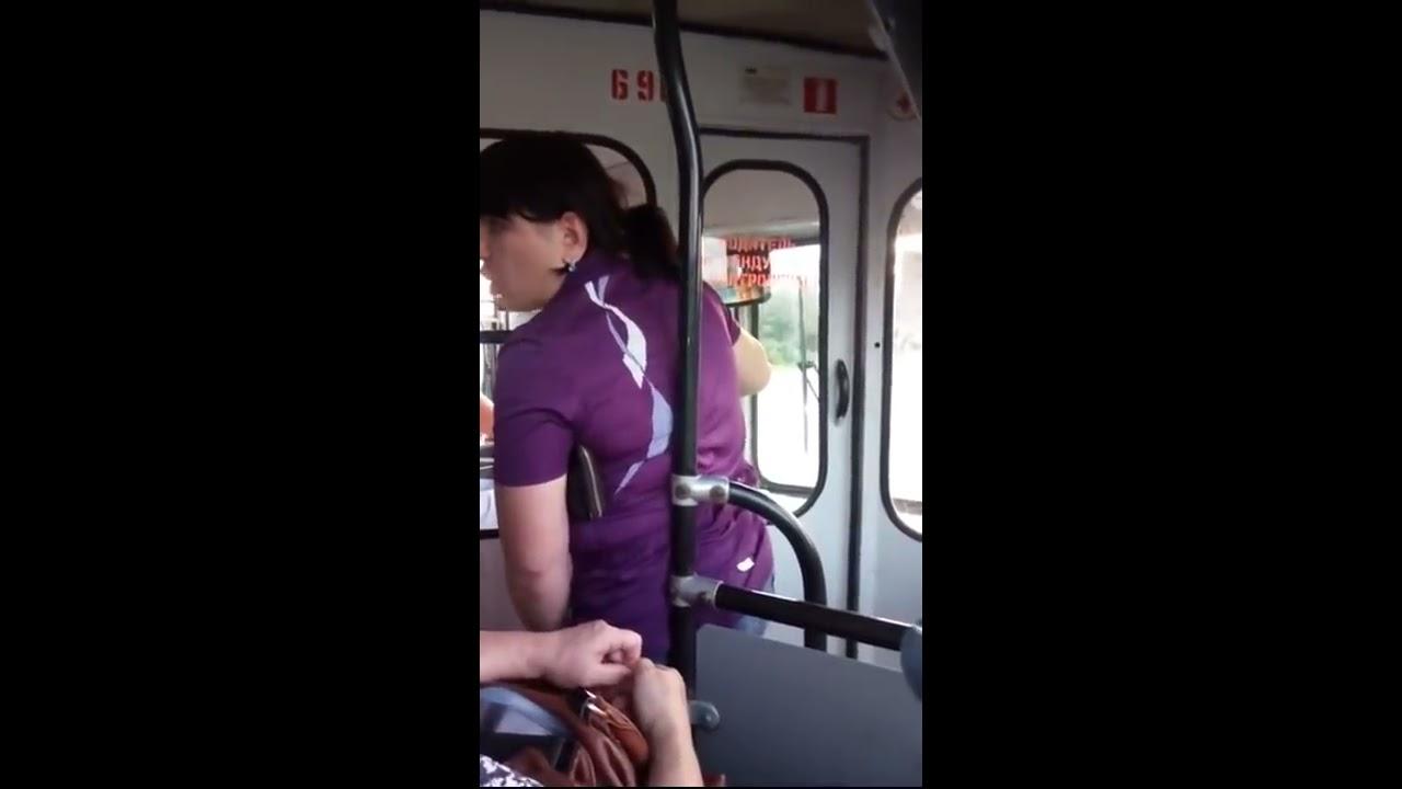 дрочит в автобусе смотреть онлайн