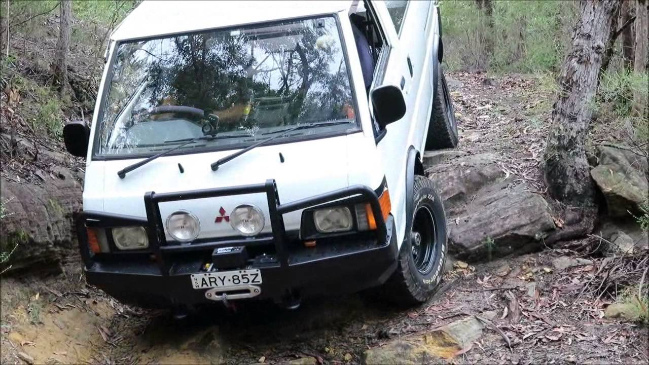 Nissan Cargo Van >> L300 4WD van and Nissan Patrol testing a rocky 4x4 track - YouTube
