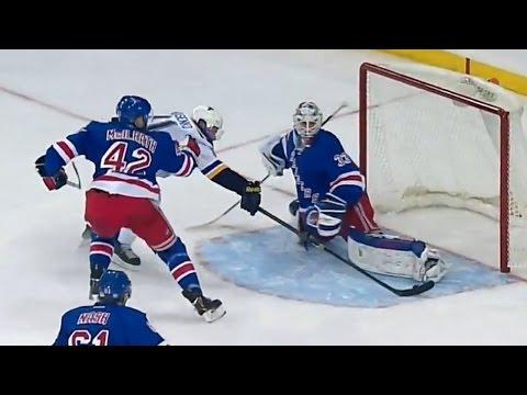 Tarasenko uses one hand to score incredible goal