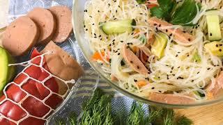 Салат из фунчозы с вегетарианской колбасой