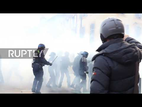 France: Anti-govt protesters clash with police in Toulouse