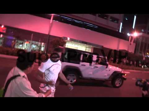 Russell Westbrook greets fans while entering Bootsy Bello...
