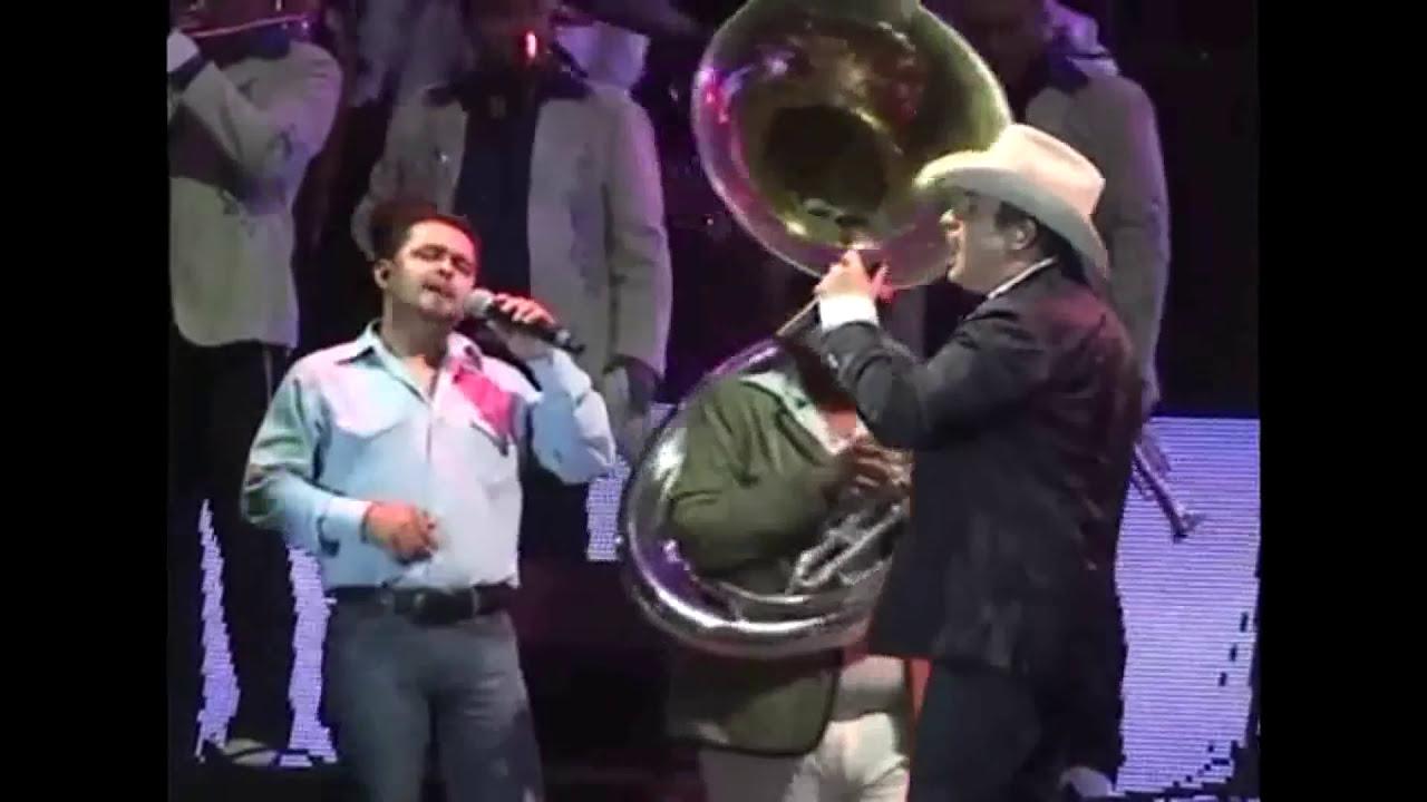 Un morro reta a cantar a Julion Alvarez, mira que paso