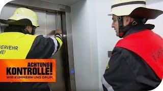Notfall im Fahrstuhl! Mutter & Baby stecken fest! | Achtung Kontrolle | kabel eins