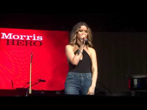 """Maren Morris sings """"I Could Use a Love Song"""" live at PNC Music Pavilion"""