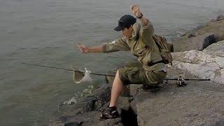 Тім потрапляє хвостового залпом Bucktail джиг і загадкові Риби на спінінг