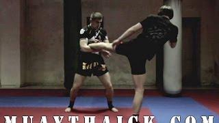 Тайский бокс для Начинающих - Как делать захват мидл кика?(В сегодняшнем видео уроке по Тайскому боксу для Начинающих, я покажу вам как правильно делать захват мидл..., 2014-06-02T04:24:56.000Z)