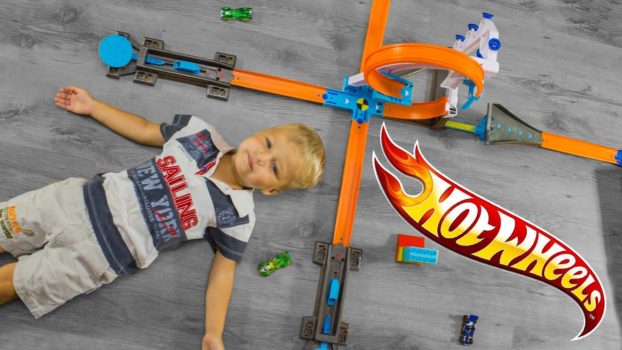 There are no limits to the stunts your kids can build with the hot wheels track builder stunt bridge kit!. Fuel their imagination to build outrageous track stunts with the addition of bricks. Test their timing skills by jumping off the motorized bridge over the epic gap. And when they're up for a new challenge?. Re-configure and.