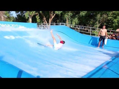 Luì prende LEZIONI di SURF! (Cadute e Fail Imbarazzanti)