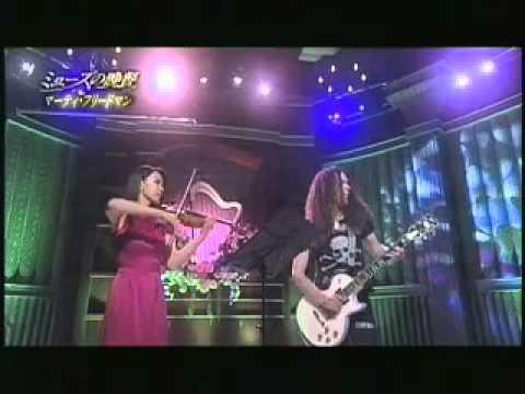 Marty Friedman performs Ai-San San