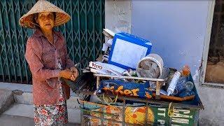 Thương cụ bà ve chai bị bỏ rơi sống một mình trong căn nhà tạm không điện, không nước - PhuTha vlog