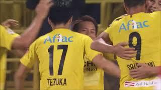 左サイドのクロスからゴール前に折り返されたボールを中川 寛斗(柏)が...
