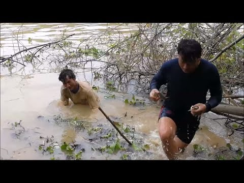 Amazing fishing - Net fishing in thailand , Catching fish