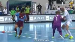 Futsal - Zinedine Zidane et son fils Enzo lors d'un match à Dubaï