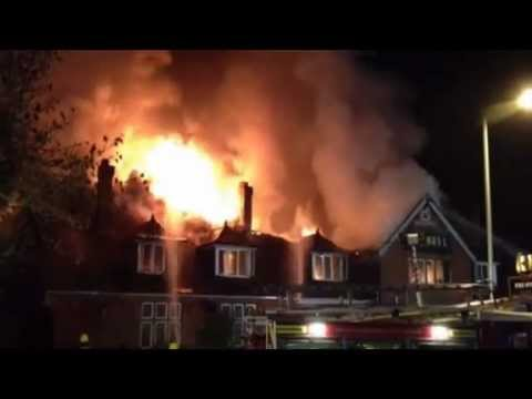 Hungry Horse (The Bell) pub in Yeovil destroyed by fire