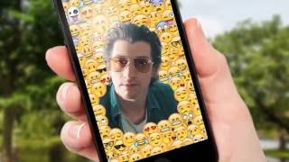 Baixar Alex Turner in a smartphone surrounded by emojis