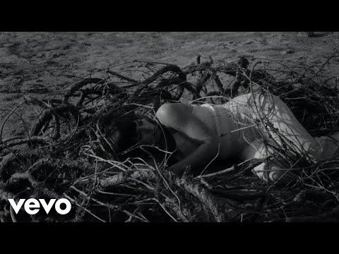 Смотреть клип Oh Wonder - Rollercoaster Baby