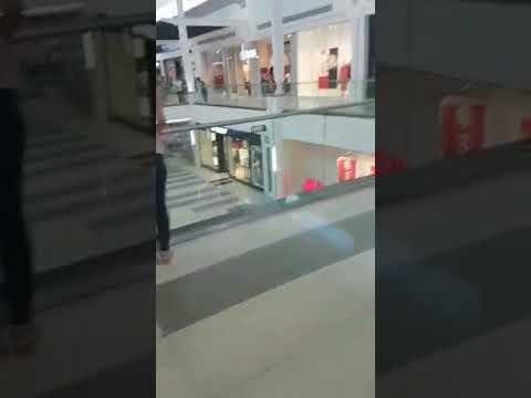 EFF demonstrerar utanför H&M-butik i Sydafrika 1