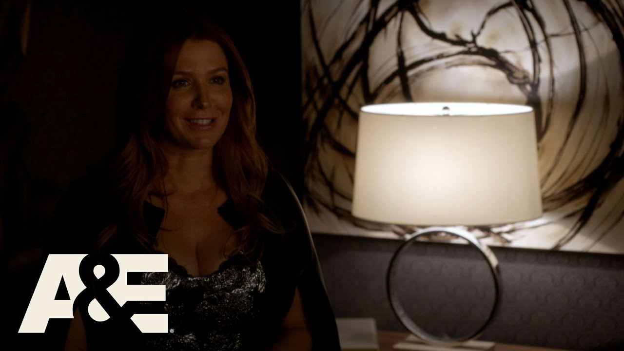 Download Unforgettable: Carrie Poses as a Record Exec (Season 4, Episode 3) | A&E