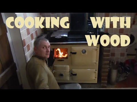 OFF GRID COOKING,  Rayburn Wood Burning Cooker.