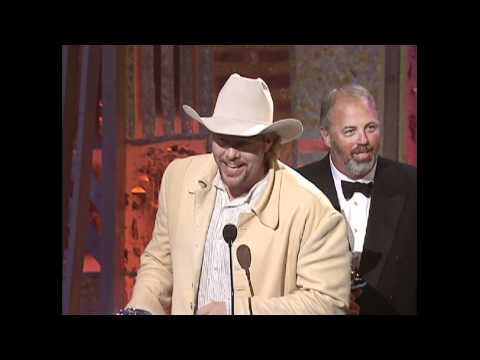 Toby Keith Wins Al Of The Year For How Do You Like Me Now
