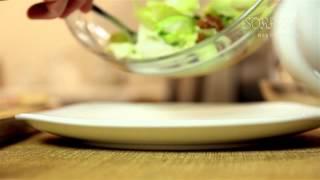 Салат с лисичками и прошутто