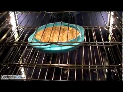 How to effortlessly keep your baking pans and dishes clean