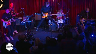 "Baixar Franz Ferdinand performing ""Take Me Out"" live on KCRW"