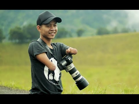 Man Born Without Hands And Legs Becomes Pro Photographer, But His Pictures Speak For Themselves