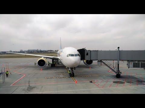 Первая посадка во Львове на Boeing 777-200ER МАУ.