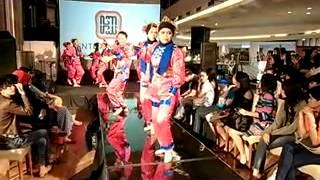 Tari Sirih Kuning (Betawi) oleh Bentara Muda di Jakarta Fashion Market 2012