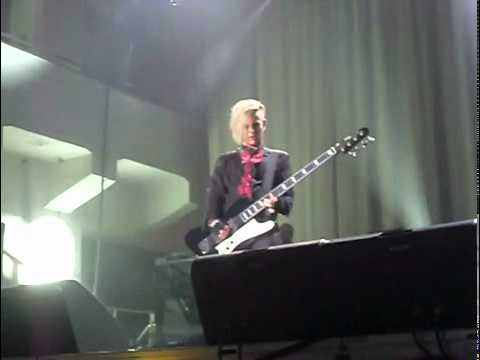 Adommy Kiss during Band Intro in Helsinki 6 Nov
