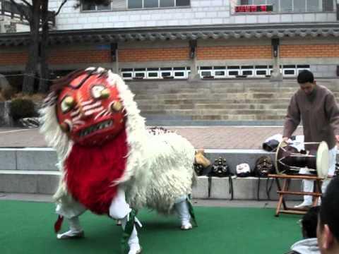 Traditional Korean Lion Dance Part 2