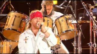 Queen & Axl Rose - We Will Rock You (HD)