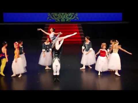A Academia de Dança de Matosinhos apresenta Cinderella