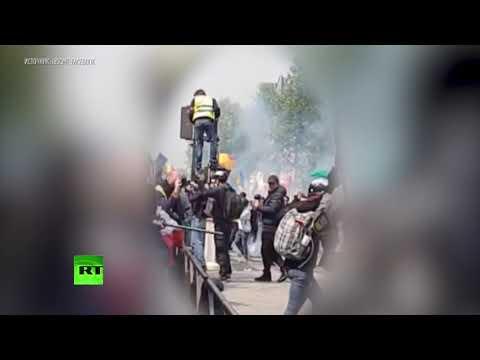 Избиение журналистки РИА Новости полицией в Париже попало на видео