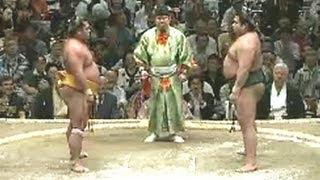 平成25年秋場所4日目 土俵上で激しく見つめ合う場面も sumo 大相撲.