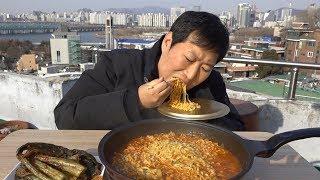 오래간만에 서울 옥탑에서 먹는 [[꽃게탕면(Kkotge-tang myeon)]] 먹방!! - Mukbang eating show