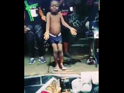 Watch this South African Kid Dancing, He looks amazing!!