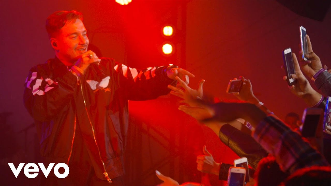Download J Balvin - Ginza (Live at The Year In Vevo)