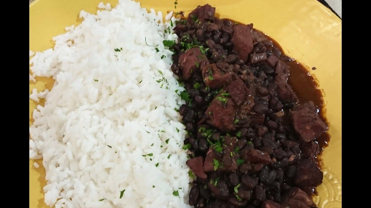 Guiso de arroz con cerdo y porotos
