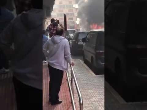 Furgoneta ardiendo en pleno centro de Roquetas