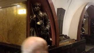 Станция Метро Площадь Революции Москва Бронзовый Памятник Собака Удача Потереть Нос Студент Экзамен