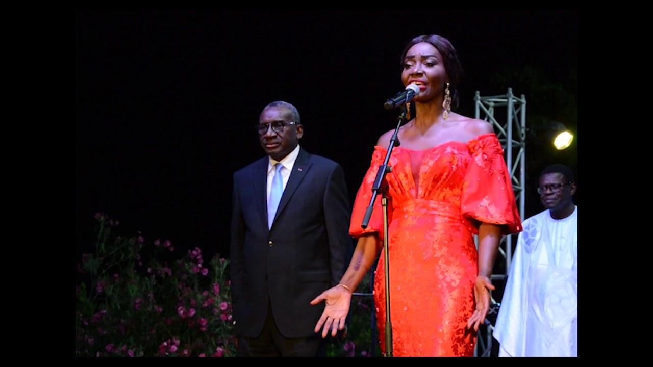 Fête de la révolution 14 juillet, Coumba Gawlo entonne la marseillaise et l'hymne du sénégal