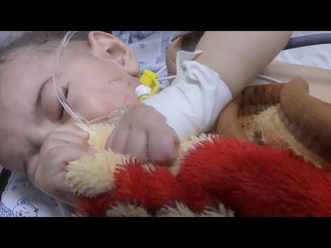 فيديو: عُمر الرضيع.. الناجي الوحيد من -مذبحة أفراد الأسرة العشرة- في غزّة…  - 14:54-2021 / 5 / 15