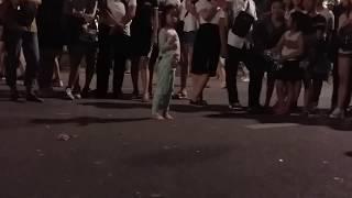 Bé có năng khiếu K-pop trên phố đi bộ Hà Nội