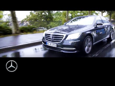 Intelligent World Drive in the Mercedes-Benz S-Class | 60 Seconds